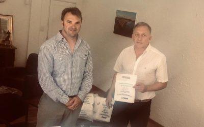 Ambiente colabora con bolsas de fiselina para automóviles al municipio de Rada Tilly para concientización en las playas
